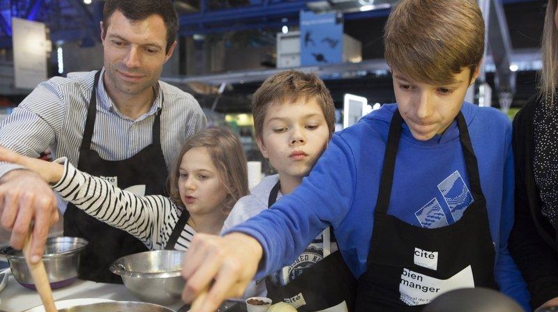 La crise sanitaire: l'occasion de cuisiner en famille.