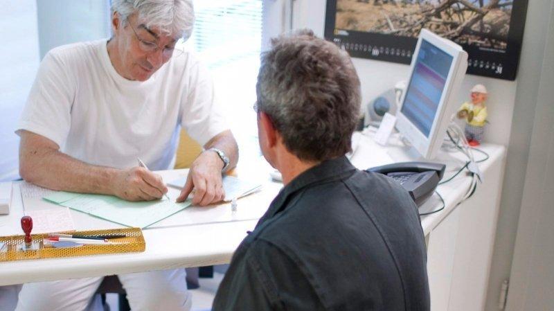 Assurance maladie: pris à la gorge par le paiement des primes, un retraité témoigne
