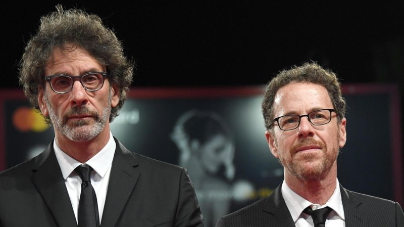 """Les frères Ethan (à droite) et Joel Coen signeront le scénario de ce remake de """"Scarface""""."""