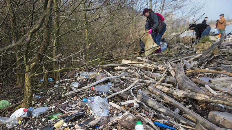 Environnement: près de 14'000 tonnes de plastique par an dans les sols et les eaux suisses