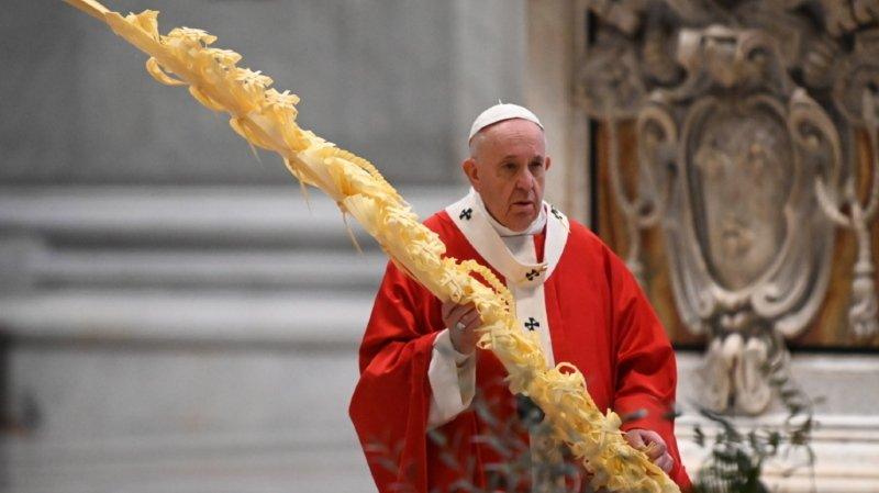 Coronavirus: le pape célèbre la messe des Rameaux sans fidèles