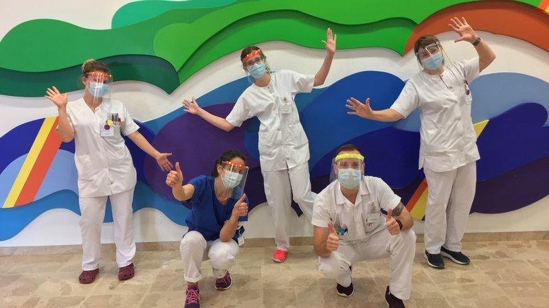 Une septantaine de visières ont été remis aux soignants de l'Hôpital du Jura bernois