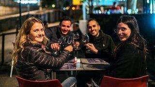 Neuchâtel: Les terrasses en ville et au bord du lac ont attiré nombre de copains heureux de se retrouver