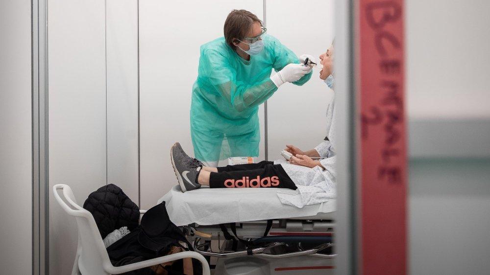 Au début de l'épidémie, les tests étaient effectués de manière restrictive.