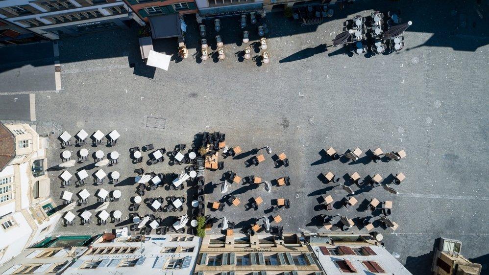 Place des Halles, Neuchâtel, le 25 mars à 12h42.