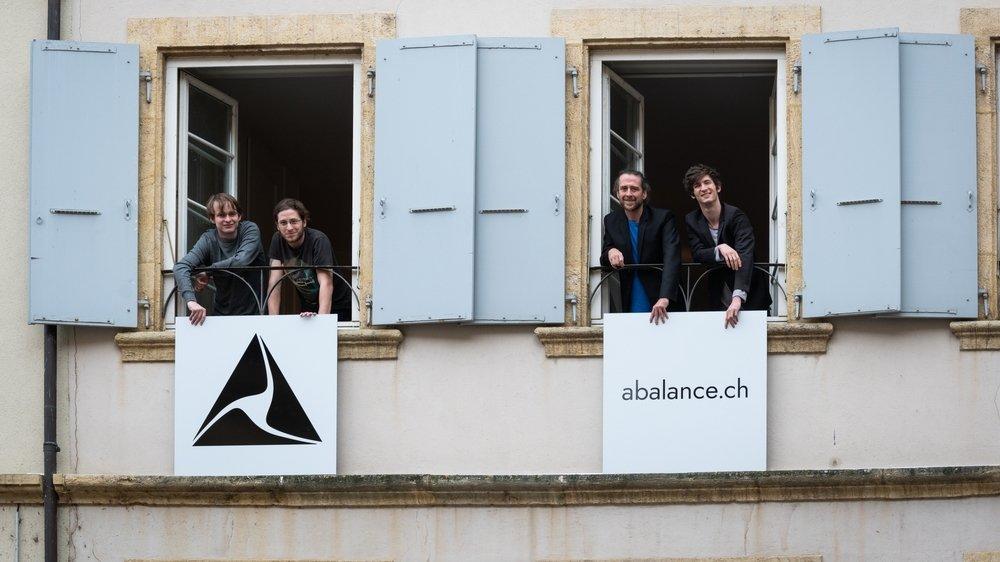 Valentin Schneeberger, (1er à gauche), Bertil Suter (3e) et Lucien Jeanprêtre (4e), fondateurs d'Abalance, avec Gaël Phillot (2e), l'un des premiers collaborateurs.