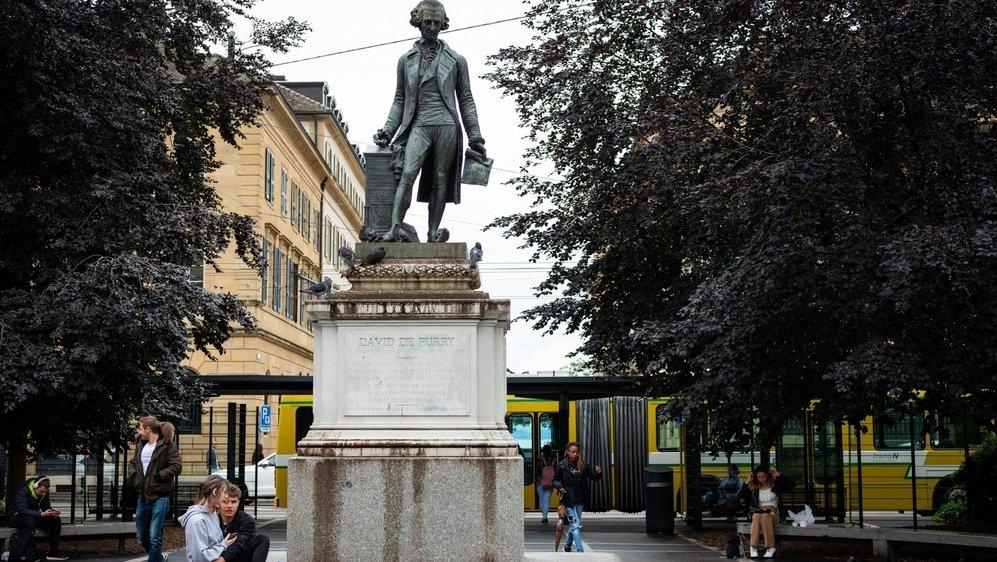 La statue édifiée par la Ville de Neuchâtel en reconnaissance à son généreux donateur.
