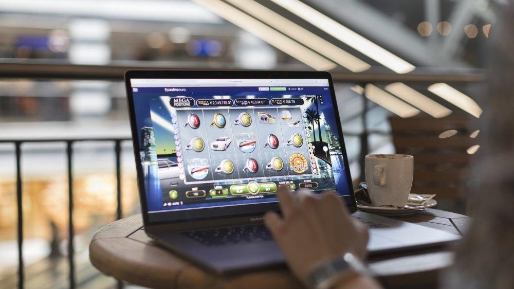 Les jeux d'argent en ligne ont réservé de mauvaises surprises aux nombreuses victimes d'un bug informatique au sein de deux casinos suisses.