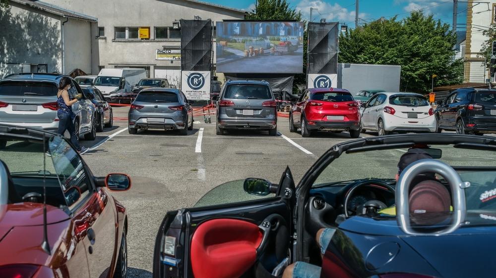 Le parking de Longereuse a accueilli ce week-end le premier cinéma drive-in de Suisse romande organisé post-pandémie.