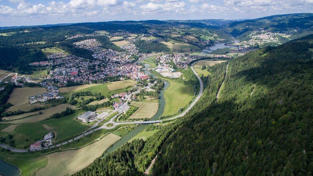 La vallée de Villers-le-Lac était totalement submergée il y a 12 000 ans. Ne subsiste plus que le lac des Brenets, au dernier plan.