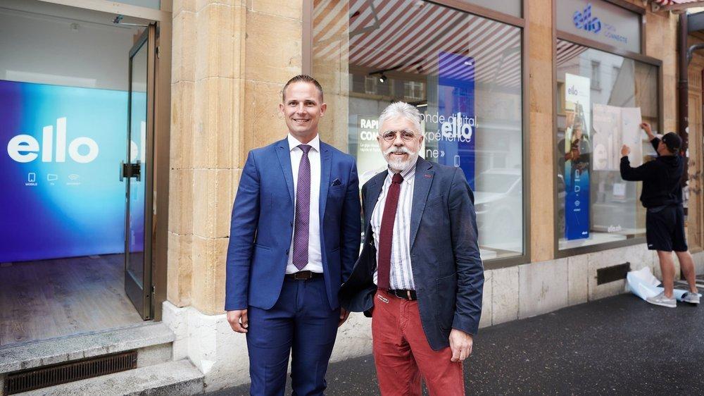 Sébastien Dufaux, directeur général (à gauche), et Antoine Grandjean, président du conseil d'administration de Ello Communications, devant la boutique du distributeur à Neuchâtel.