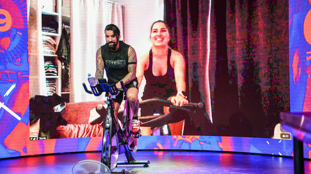 Des centaines de cyclistes ont participé au premier télémarathon de spinning, organisé en direct d'un studio d'enregistrement, à Colombier.