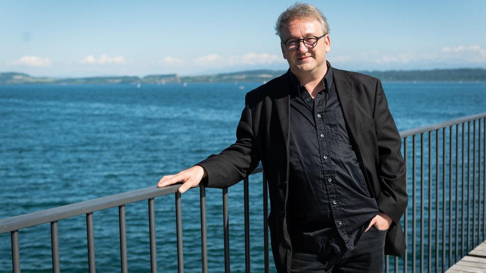 L'artificier Nicolas Guinand aime le lac de Neuchâtel, qui est aussi son terrain de jeu.