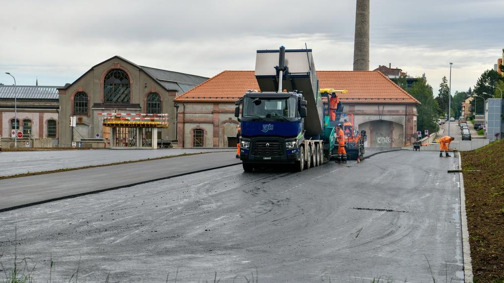 Le parking d'échange en construction, à côté des anciens abattoirs, à La Chaux-de-Fonds.