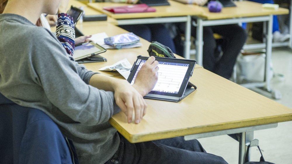 Les députés neuchâtelois ont accordé de nouveaux moyens à l'éducation numérique. Mais le Canton n'envisage pas de distribution de tablettes ou d'ordinateurs à chaque élève.