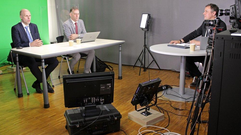Une vue de la conférence presse donnée ce mardi en visioconférence. De gauche à droite: le recteur Kilian Stoffel, le secrétaire général Fabian Greub et le responsable de la communication Nando Luginbühl.