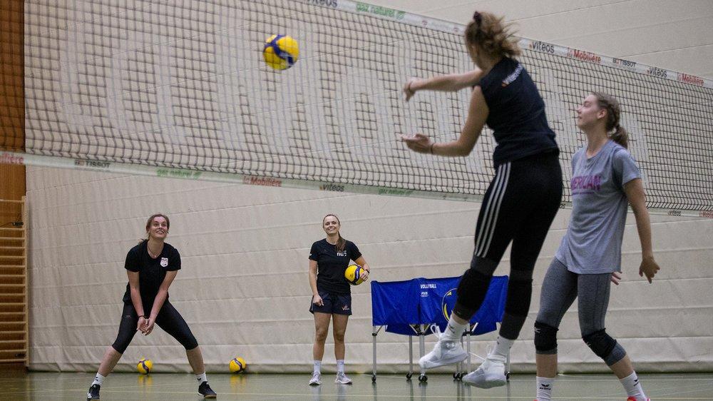 Les volleyeuses du NUC s'entraînent à la Riveraine plusieurs fois par semaine.