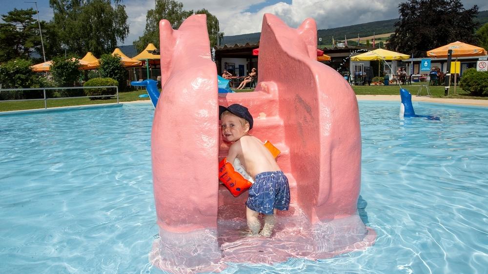 Les piscines publiques neuchâteloises ont adapté leur dispositif anti-Covid-19 pour accueillir les baigneurs, ces premiers jours de chaleur.