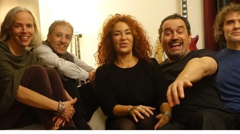 Les cinq musiciennes et musiciens du Lawa Band.