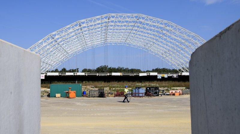Une vue de la halle d'excavation avant d'être détruite par une explosion en vue du démontage des arcs sur le site de la décharge industrielle de Bonfol, le 25 août 2017.