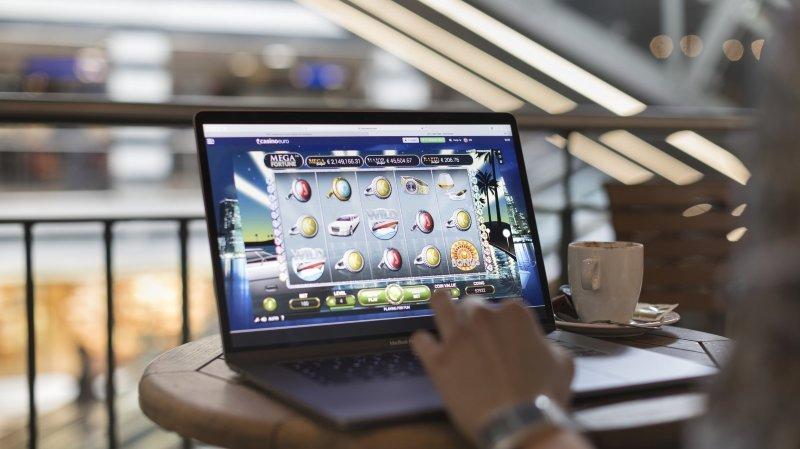 Casinos en ligne: une Neuchâteloise se bat pour récupérer 11000francs