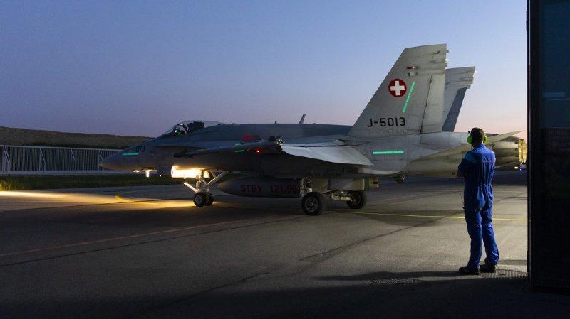 Armée: les Suisses se prononceront sur l'achat de nouveaux avions de combat