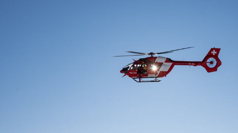 Le compagnon de cordée de l'alpiniste, légèrement blessé, a été héliporté par la Rega à l'hôpital.