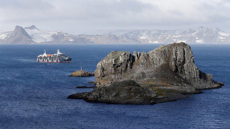 En Antarctique, terre la plus isolée du monde, des scientifiques ont retrouvé des microplastiques dans des échantillons terrestres.