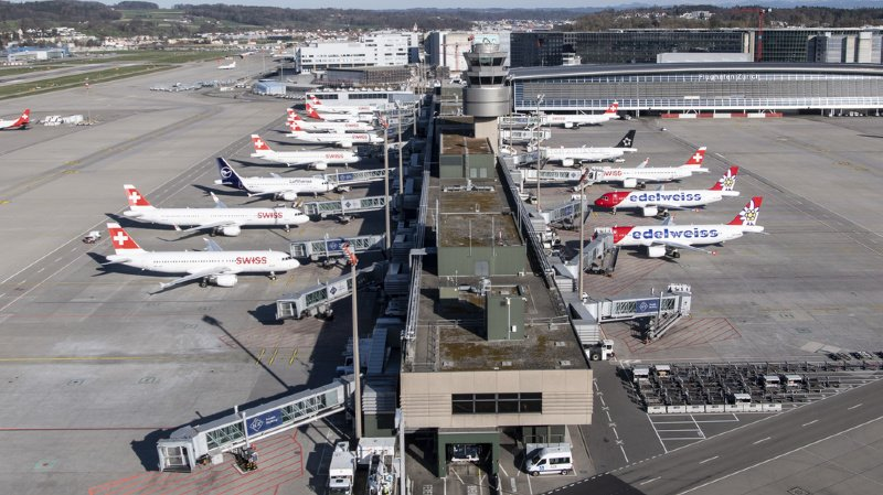 La plupart des avions restent cloués au sol à Zurich Kloten. La reprise du trafic ne se fera que très progressivement selon la société exploitante, Flughafen Zürich.