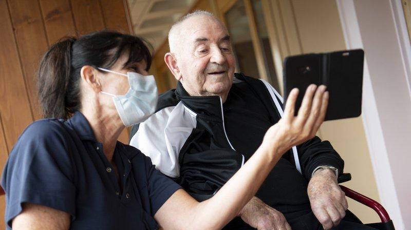 Neuchâtel: 300 tablettes offertes pour connecter les aînés
