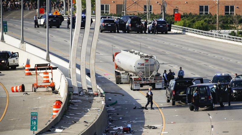Etats-Unis: un camion force le passage parmi les manifestants à Minneapolis