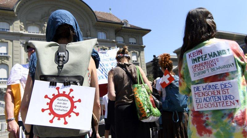 Coronavirus: près de 300 personnes ont manifesté à Berne contre les mesures de la Confédération