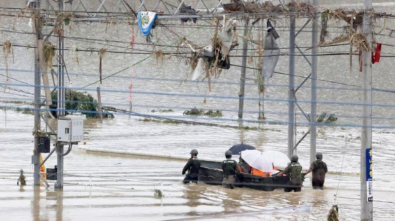 Japon: des pluies diluviennes font au moins 18 morts