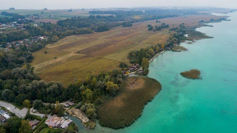 Rive sud du lac de Neuchâtel: opposition au démantèlement des chalets