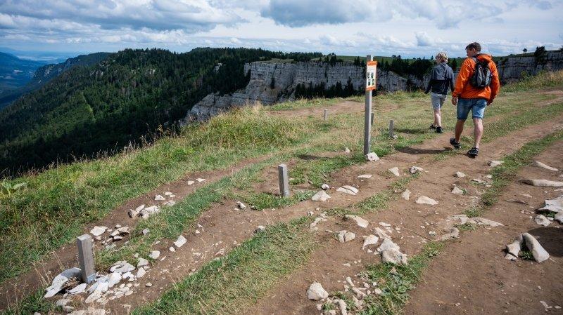 Après des expériences pilotes (ici en 2019), les cantons de Neuchâtel et Vaud annoncent des mesures de protection urgentes, notamment des restrictions d'accès aux falaises,.