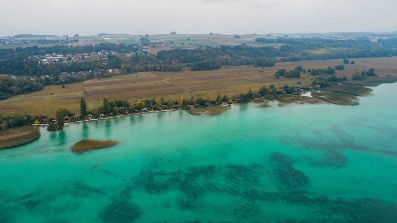 Grande Cariçaie: Fribourg précise la procédure de démantèlement des chalets sur la rive sud