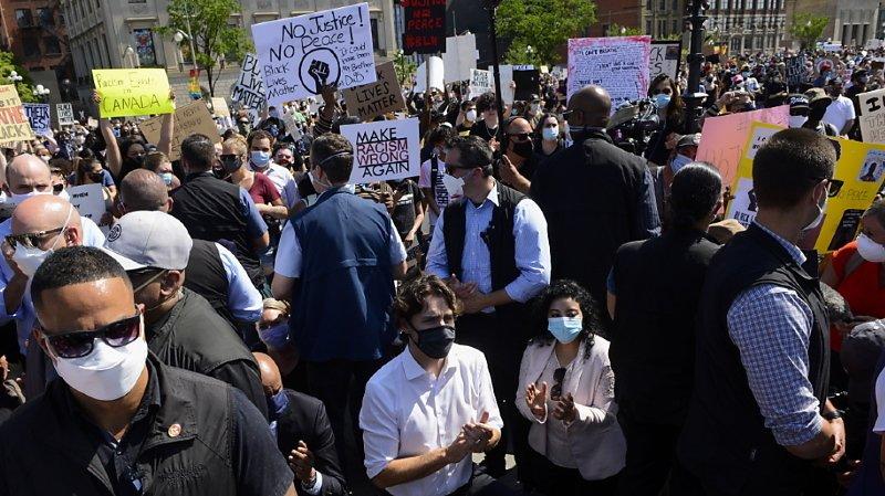Mort de George Floyd: Trudeau met un genou à terre avec des manifestants contre le racisme