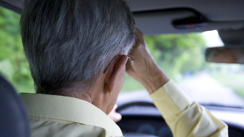 Circulation: une amende salée pour un coup de peigne au volant