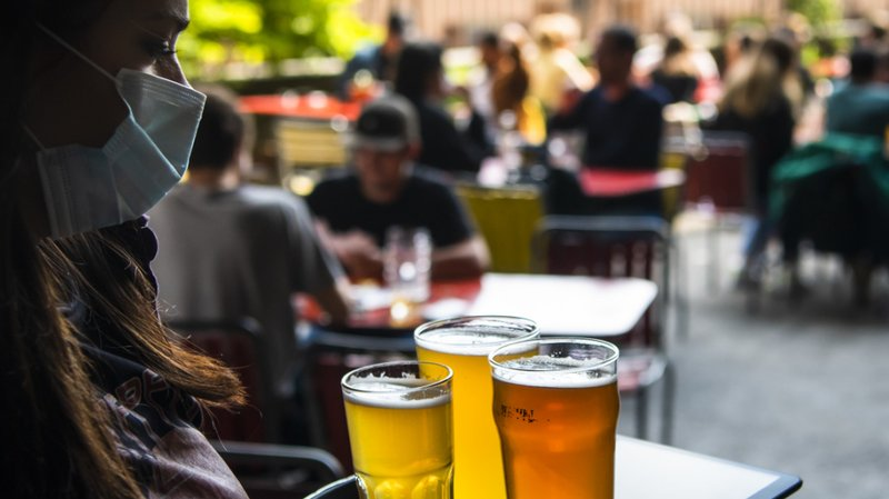 Bars et restaurants devront demander les noms et numéros de téléphone des grands groupes. (Illustration)