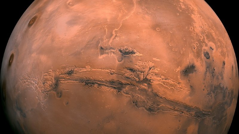 Certains reliefs de la planète Mars que l'on a interprétés comme étant le fait d'anciennes coulées de lave pourraient tout aussi avoir été façonnés par de la boue (archives).