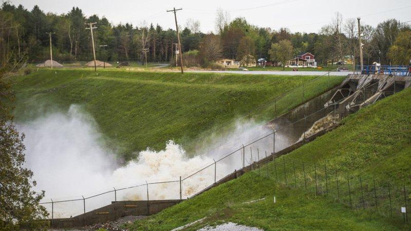 Etats-Unis: plus de 10'000 personnes évacuent après deux débordements de barrage