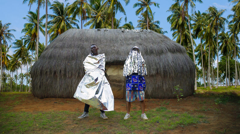 FlexFab, ici avec Ziller Bas pendant le tournage d'un clip au Kenya, fait parti des acteurs culturels soutenus par la BCN.