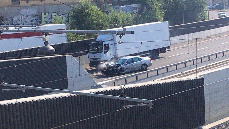 Accident impliquant deux voitures sur l'autoroute à Serrières