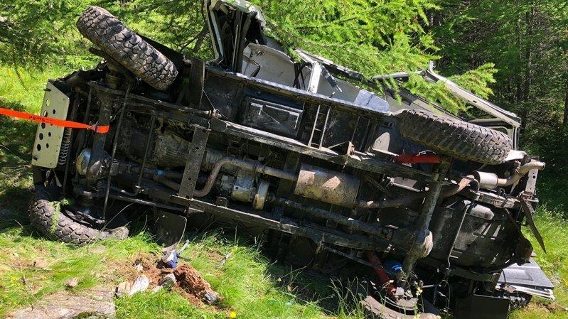Malgré l'intervention des secouristes, le conducteur âgé de 48 ans est décédé sur les lieux de l'accident.