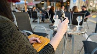 Interdiction des e-cigarettes dans les lieux publics fermés neuchâtelois: les pros de la vape fâchés