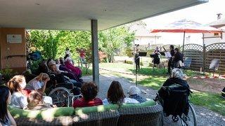 L'Ensemble symphonique Neuchâtel en concert dans les jardins des EMS de Neuchâtel