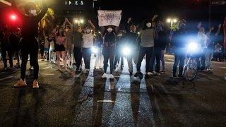 Etats-Unis: deuxième soirée de violences après la mort d'un Noir américain