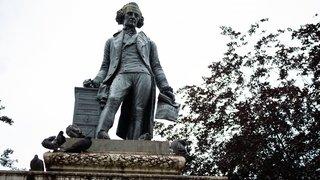 Neuchâtel: une pétition demande une plaque à côté de la statue de David de Pury