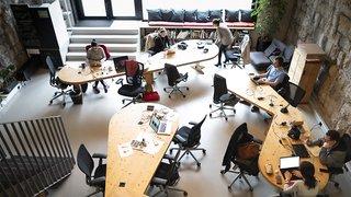 Des espaces de coworking vont être créés dans 80 gares suisses d'ici 2030