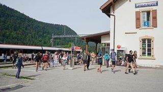 Les randonneurs affluent au Creux-du-Van